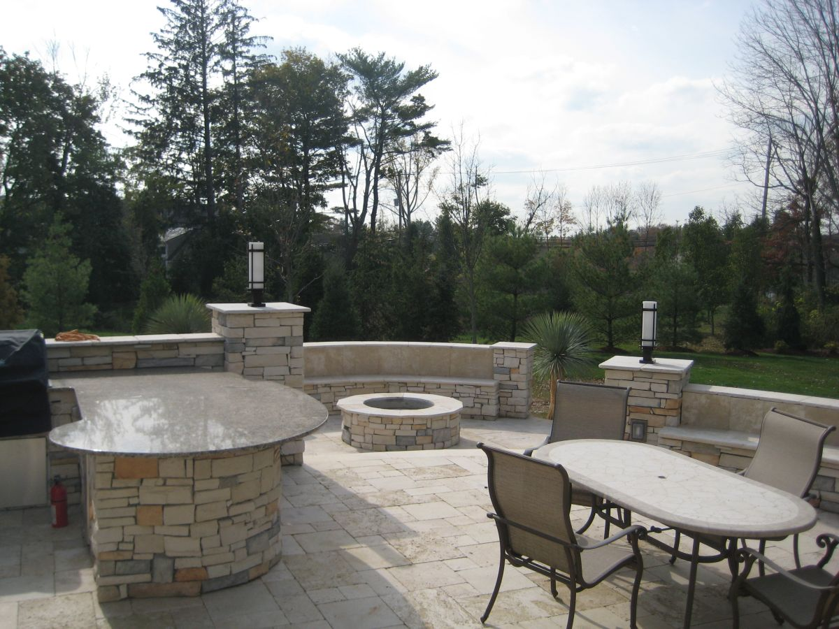 Farrow - outdoor kitchen and firepit_2