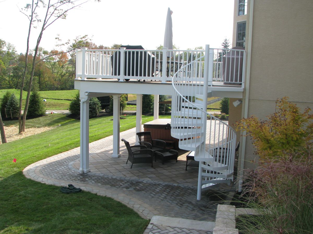 Martel - patio with deck_2